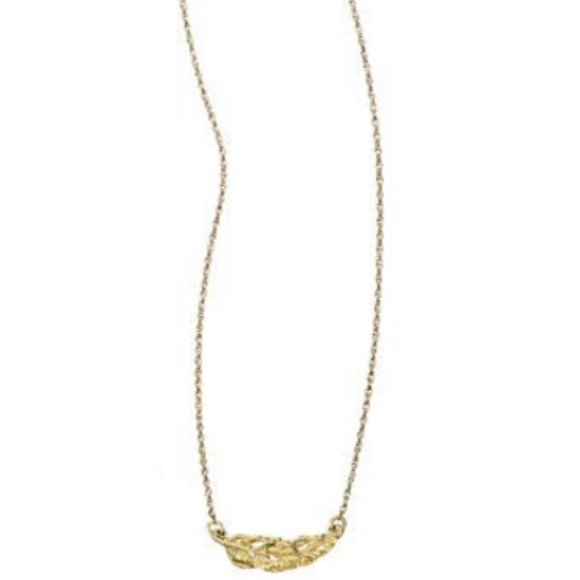 Chloe + Isabel Jewelry - Chloe + Isabel Sculpted Pendant Feather Necklace